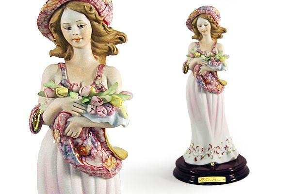 """Статуэтка """"Девушка с тюльпанами"""" 33 см. (цветная)"""